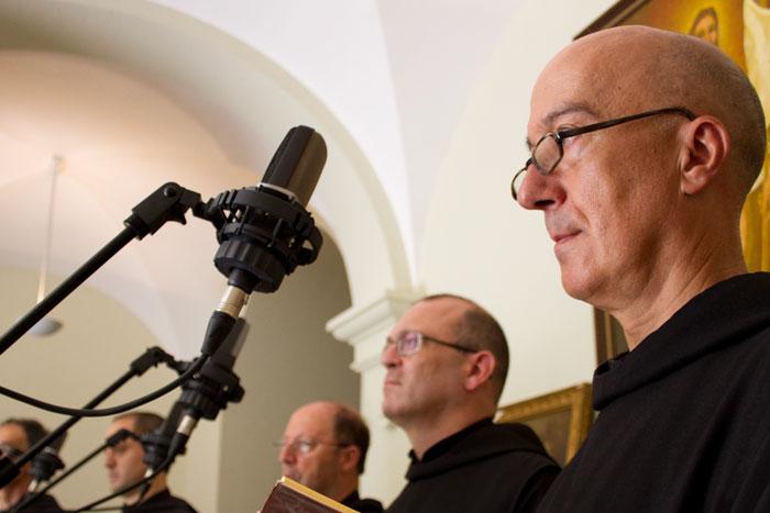 Simulación de coro gregoriano a través de la reproducción individual de la voz de cada monje del Monasterio de Leyre. Museo Occidens
